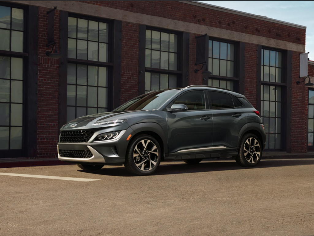 The new Hyundai Kona parked out in front of a brick building near Orlando